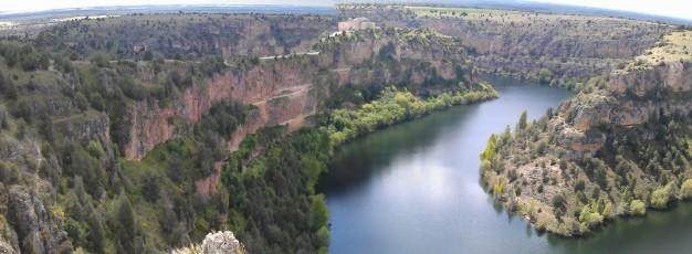 piraguas en el rio duratón, Educación ambiental, ecoturismo, rutas en la naturaleza, visitas guiadas a espacios naturales de Segovia, Rutas por Segovia y senderismo.